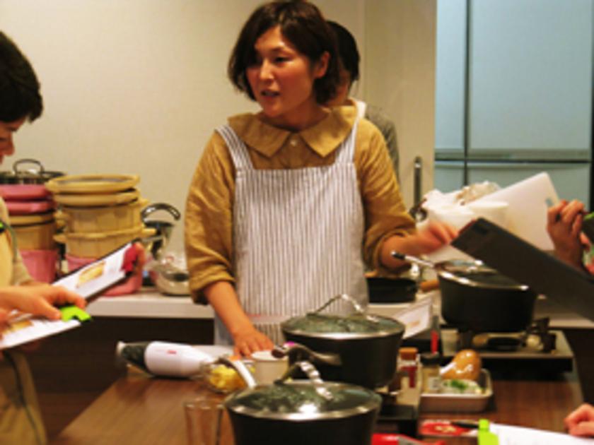 まずは前菜の「ヴィシソワーズ」づくりからスタート!Sachi先生による説明とデモンストレーションの後は、バーミックスを使って実際にスープづくりにチャレンジしていただきました。