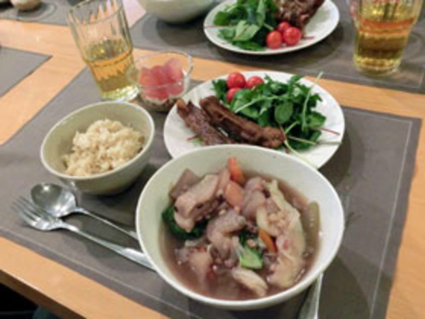 お皿に盛りつけて、完成!これだけのお料理が30分ほどで出来てしまいました。さすが高圧力鍋。