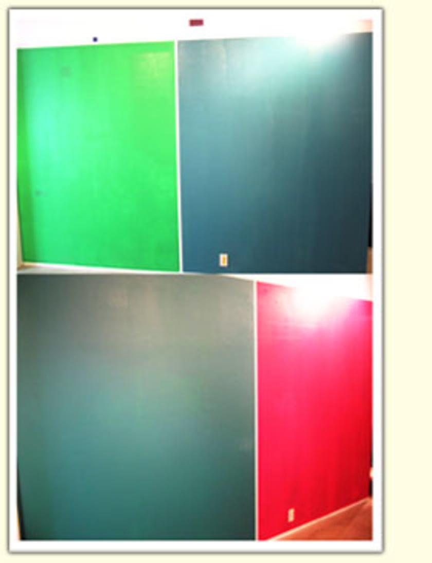 完成したのがこちら。壁の色を変えるだけで、雰囲気もガラリと変わりますね。ご自宅で塗る際は、2回同じ色を重ねて仕上げるのが基本です。みさん初めての方がほとんどでしたが、キレイに塗り替えることができました。