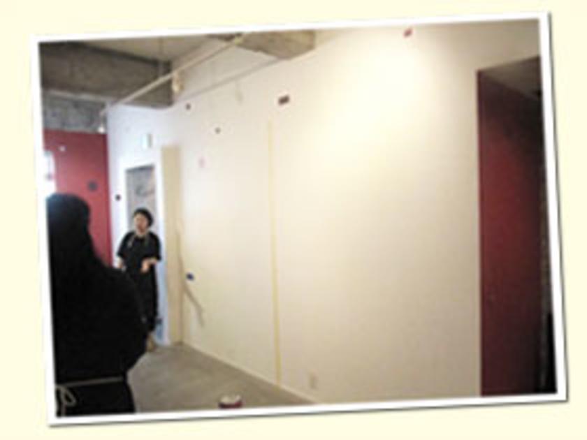 会場は東京都 東神田にある、カラーワークスのパレットビル。この真っ白な壁が、どう変化するのでしょうか。さっそく、見ていきましょう!