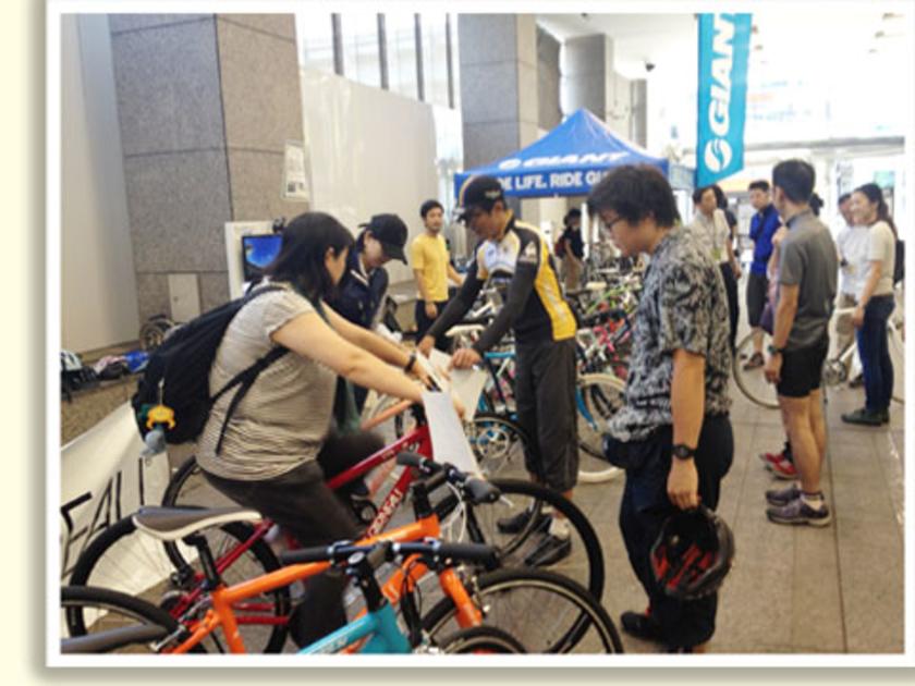 会場は、新宿髙島屋1階JR口特設会場。こちらに3ブランドのクロスバイクが大集合しました。メーカーのスタッフ、ハンズのサイクルスタッフがご案内。ピッタリの1台を見つけてくださいね。
