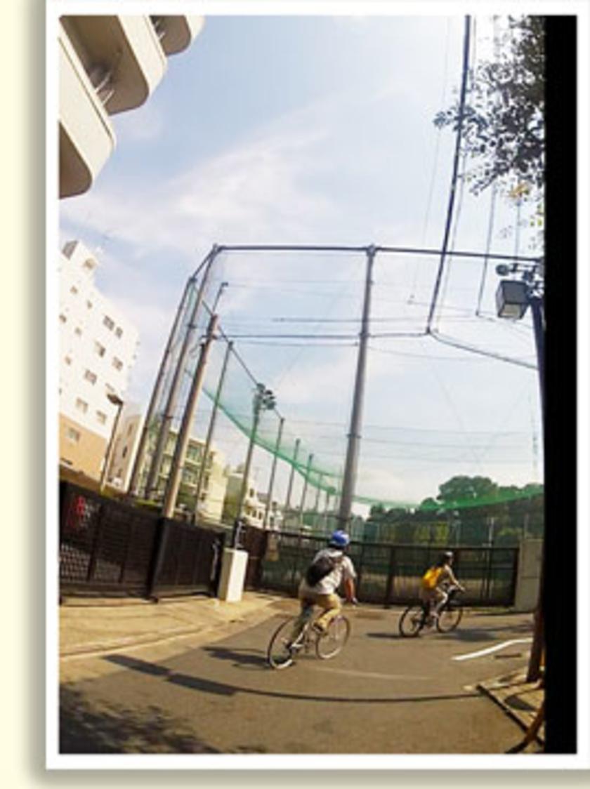 交通量が多い通りは避けて、まずは安全な裏道を通ります。車はほとんど通らないので、選んだクロスバイクの乗り心地を試してくださいね。