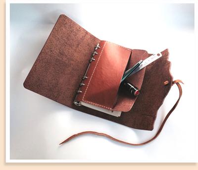 自由にデザインしてオリジナルのカバーをつくります。内ポケットの収納力も抜群です!