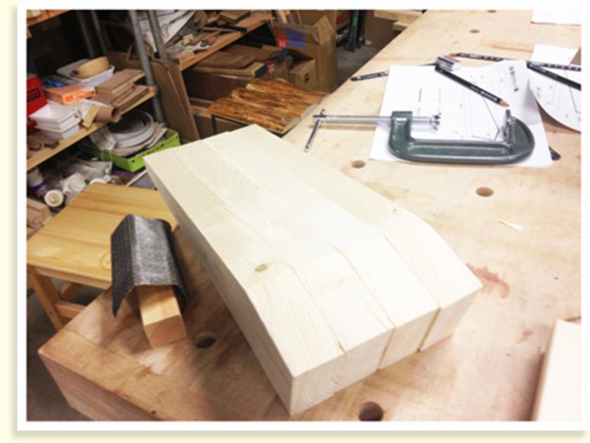 全部カットするとこんな感じです。みなさん丁寧にカットして、キレイに仕上がりました。ここから、椅子の土台になる部分を組み立てていきます。