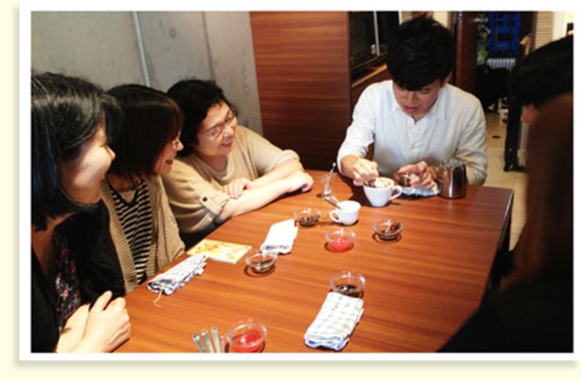 まずは、松野さんがデモンストレーション。「ネコ描いてください!」「ラクダはできますか?」とみなさんのリクエストに応えて作品をつくってくれました!