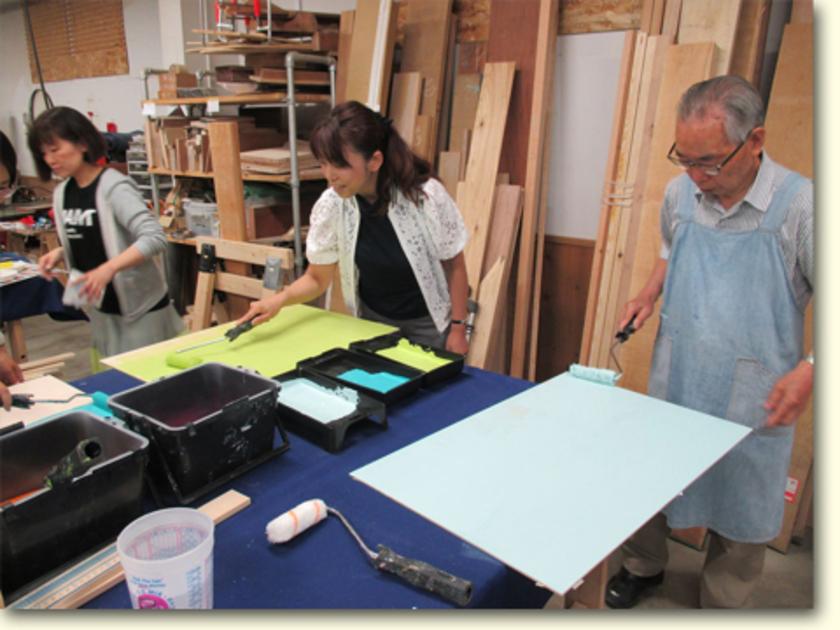 ベースの裏面をベタ塗り。あっという間にキレイな板に早変わり。