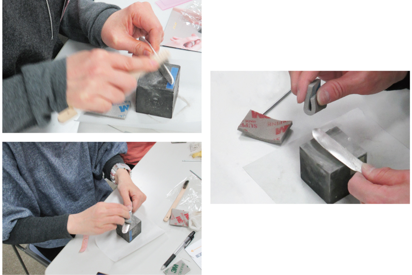 焼成が終わったら、銀粘土は真っ白になっています。表面全体をステンレスブラシで磨き、さらにスポンジヤスリ、磨き棒で擦りピカピカにします。
