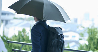 デキる男は知っている!? ビジネスマンのための、梅雨時を快適に過ごすコツ
