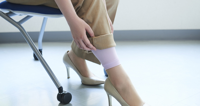 สาวออฟฟิศห้ามพลาด! วิธีสู้หนาวในห้องแอร์ & อุปกรณ์ช่วยผ่อนคลายเรียวขา