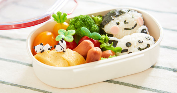 Open the lid, and look at that smiley face ! Easy Dekoben (arranged bento box) with Nori and picks.