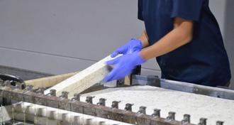 昔ながらの製法で、いまに輝く石けんづくりを──大人も子供も楽しめる工場見学!