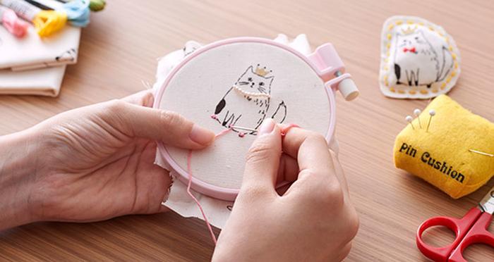 【手芸体験】ぬりえ感覚で楽しめる、人気の手芸キット「お絵かきファブリック」をつくってみた!