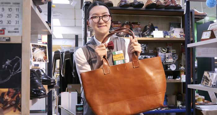 女性でもカンタンです!革の専門家 シューケアマイスターが教える、革バッグのお手軽ケア。